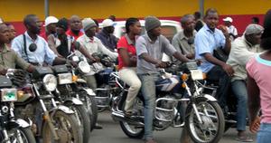 Moto-taxi en Afrique