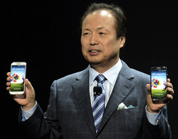 Samsung JK Shin With Galaxy 4