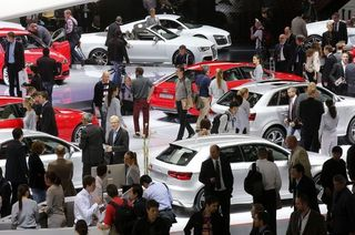 Salon auto general view