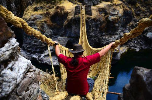 DPC Man on a rope bridge S 93296176